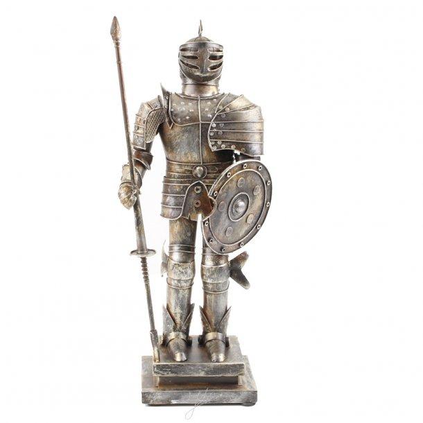 Ridder med lance. 46,9 cm.